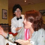 camarero falso en fiesta sorpresa