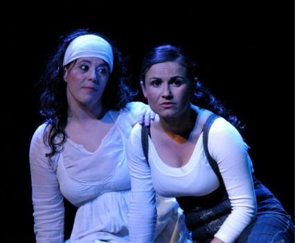 Kristina y Maica en Tu enfermedad de llorar