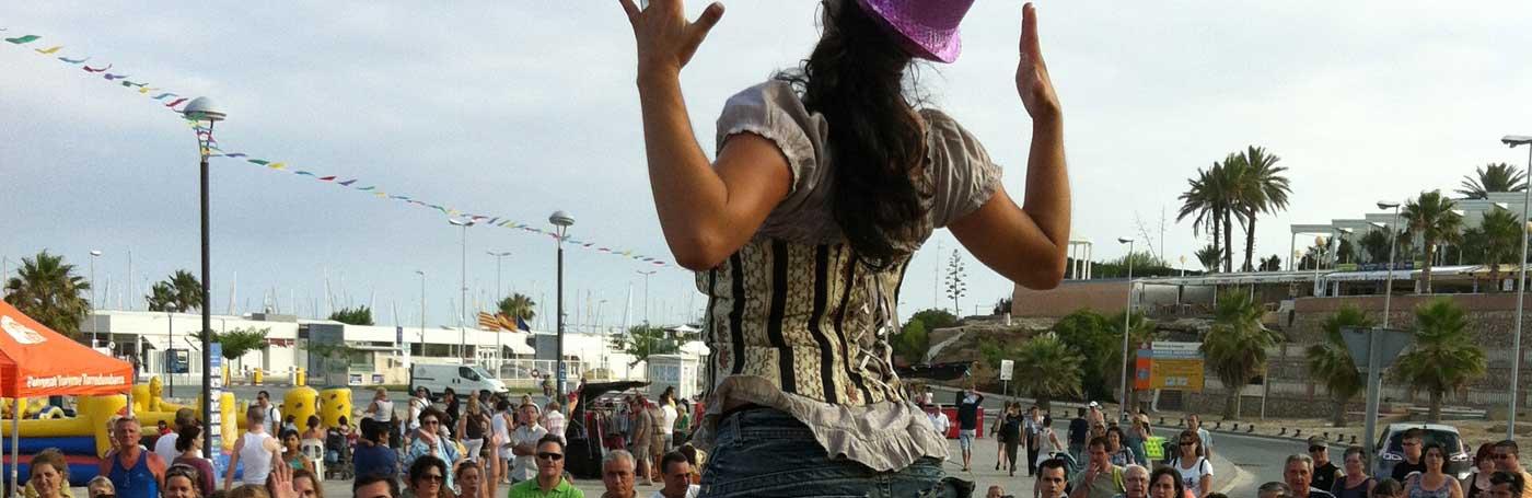 Baila con nuestros artistas al ritmo más divertido y cañero